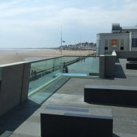 South Bay and street furniture at The Spa, Bridlington, Бридлингтон