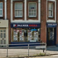 Property in the window display of Palmer Snell Lettings Poole Letting Agents, Ватерлоо