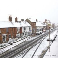 Berks, Wokingham, Rose on a snowy Sunday morning in April 2008, Вокингем