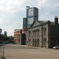 Wolverhampton, old Great Western Low Level Station, Premier Inn and Student  tower apartments at rear, Вулвергемптон