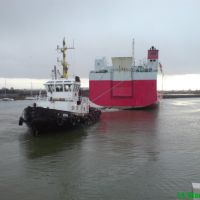 Tug ESTE & a car carrier, Гримсби
