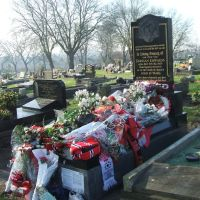 Duncan Edwards grave on the 50th anniversary, Дадли