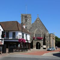 Bullace Lane, Wat Tyler Pub and Holy Trinity Church, Дартфорд