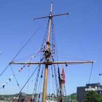 Discovery Replica Ship Main Mast, Wellington Dock, Dover Harbour, Kent, UK, Дувр