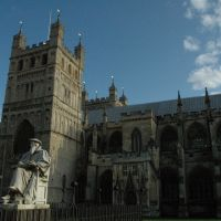 Exeter Cathedral... statue of Richard Hooker, Ексетер