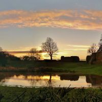 Sunset over a flooded Kenilworth Castle, Кенилворт
