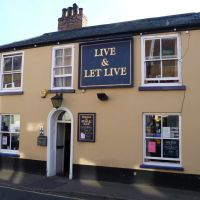 500. live and let live, public house, windsor street, kings lynn, norfolk. oct. 2011., Кингс-Линн