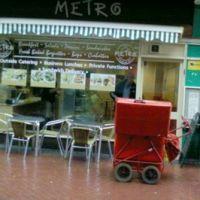Metro caffe Front, Кроули