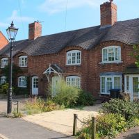 Sibson village, Sheepy Road view of the eyebrow tiled roof line., Лейг