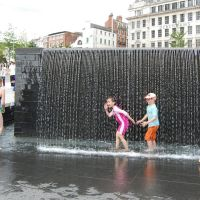 getting wet city centre square Nottingham o=k, Ноттингем