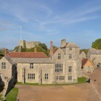 Carisbrooke Castle Courtyard Panorama- from the Gate House, Ньюпорт
