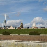 Skyline Portsmouth, L-R Spinnaker tower, Garisson Church, Modern Cathedral, Портсмут