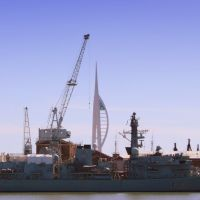 Spinnaker & Cranes, and Royal Navy Ship.  Portsmouth, Портсмут