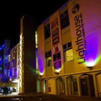 Lighthouse arts centre, Poole, by night, Пул