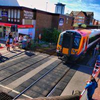 Poole High Street - and rail crossing, Пул