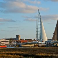 local artist Andrew Wooldridge sketches the new Poole lifting bridge, Пул