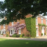 """Wickenby """"Manor House"""" pictured from the Church lane., Рагби"""