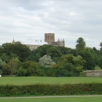 St albans cathedral with Remains of the city walls, Сант-Албанс