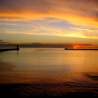 Golden Sunrise at the mouth of the Tyne, Tynemouth., Саут-Шилдс