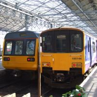 Train For Manchester (left) & Train For Manchester Airport (right) Waiting At Southport Station., Саутпорт