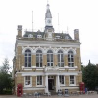 Staines Town Hall, Стайнс