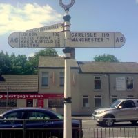 182 miles to London, Road Sign, Stockport, Cheshire, England, UK, Стокпорт