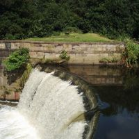Weir on the River Tame at Reddish Vale, Stockport, Cheshire, Стокпорт
