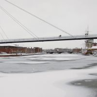 Millenium Bridge over a frozen River Tees., Стоктон-он-Тис