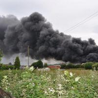 Cloud of smoke rose over 500 feet dropping debris as it went, Стретфорд