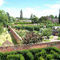 Hampton Court Gardens, Стретфорд