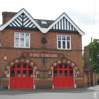 Fire station building, Tonbridge, May 2009, Тонбридж