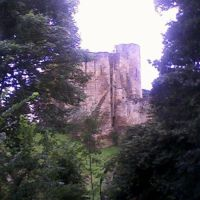 Tonbridge Castle viewed through trees, Тонбридж