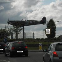 spitfire areoplane replica on roundabout on thornaby road, Торнаби-он-Тис