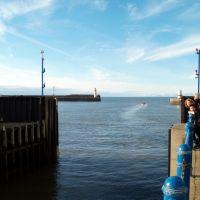 Marina outer gate. Whitehaven, Cumbria, Уайтхейен