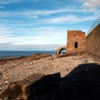 Another odd structure on shore-line below Bransty cliffs. Whitehaven, Cumbria, Уайтхейен