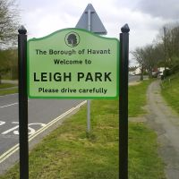 welcome to leigh park sign, Хавант
