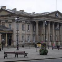 Huddersfield railway station, Хаддерсфилд