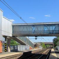 Hazel Grove railway station footbridge walkway, Хазел-Гров