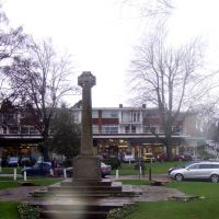 Saxon Cross, Church Green, Harpenden, Харпенден