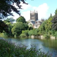 Hereford Cathedral behind River Wye, Херефорд
