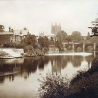 Wye Bridge, Boat House, and Hereford Cathedral, Hereford, England, c1900, Херефорд