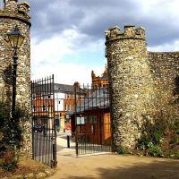Castle Gates, Хертфорд