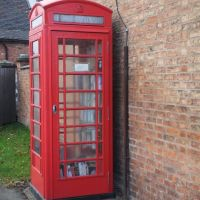 The Telephone Box book store, Opposite The Cock Inn at Sheppy, Witherley, Leicestershire, UK., Хьютон-вит-Роби