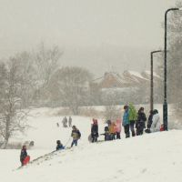 Sledging in a snow storm, Charltonbrook, Chapeltown/High Green, Sheffield S35, Чапелтаун