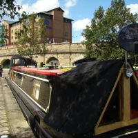 Canal barge and Hilton Hotel, Victoria Quays, Sheffield S2, Шеффилд