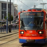 Meadowhall bound Supertram on High Street, Sheffield S1, Шеффилд