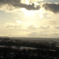 Low winter sun behind cloud over Norfolk Park (taken from Skye Edge), Sheffield S2, Шеффилд