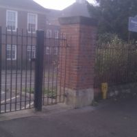 Rosebery School Side Gates, Эпсом