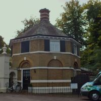 Bloo House School The lodge ( Moore Place ) Portsmouth Rd Esher Surrey, Эшер