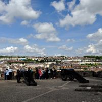 Northern Ireland. Derry~Londonderry. The Bogside, the canons and the church (St.Eugenes - RC), Лондондерри